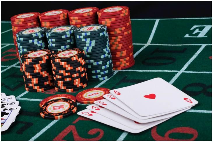 cons of gambling on society