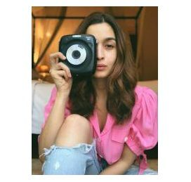 Fujifilm India collaborates with Bollywood Star 'Alia Bhatt' for promoting its INSTAX range of instant Cameras 1