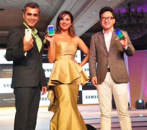 Samsung unveils Galaxy Alpha @ 39,990 2