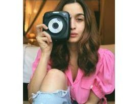 Fujifilm India collaborates with Bollywood Star 'Alia Bhatt' for promoting its INSTAX range of instant Cameras 2